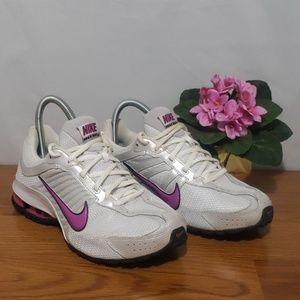 Nike Shoes - Nike Womens Relax Run Sneaker size 9